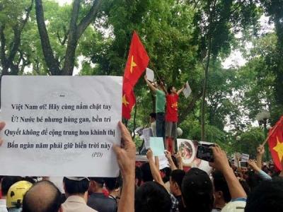 Sôi sục khí thế người dân Việt Nam phản đối Trung Quốc