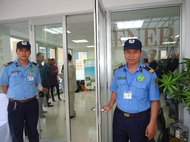 Công việc bảo vệ cổng chính của công ty bảo vệ tại quận hoàng mai