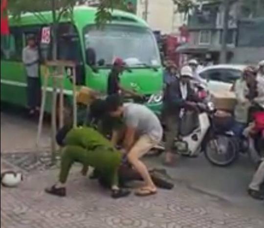 Hành động nghĩa hiệp của thanh niên bắt cướp tại trung tâm