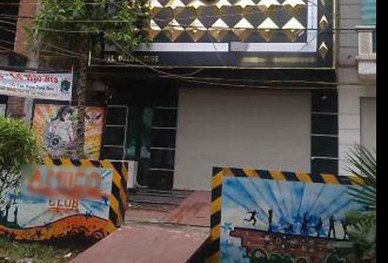 Bị chém nhập viện vì trêu gái tại quán karaoke