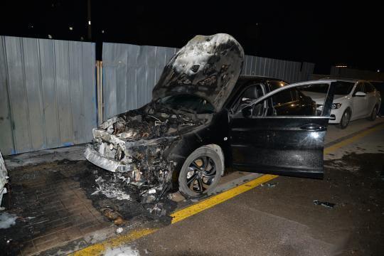 Nam bảo vệ đốt 14 ô tô vì nghĩ mình bị coi thường