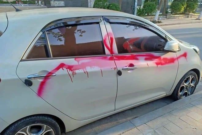 Bảo vệ chung cư xịt sơn hàng loạt ôtô vì không gửi vào bãi
